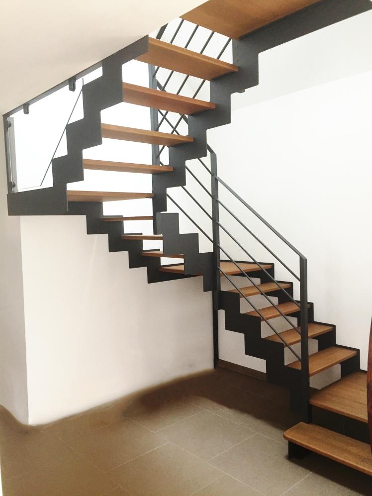 Escalier sur mesure quels mat riaux choisir le blog de l 39 escalier sur mesure by o ba - Escalier verre et metal ...