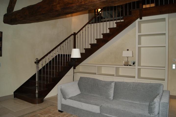 Escalier quart tournant milieu sur mesure avec placard sous l'escalier